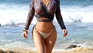 Eşi Olmadan Tatil Yaptı! Kim Kardashian Üstündeki Transparanıyla Fotoğraf Çekilmeyi İhmal Etmedi!